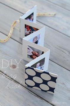 Um livrinho em formato de cartão com uma linha do tempo de melhores momentos!