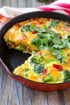 Easy Garden Veggie Frittata recipe, made with eggs mixed with a variety of colorful vegetables and cheese, baked to perfection and topped with fresh herbs. Healthy Frittata, Vegetable Frittata, Frittata Recipes, Veggie Omelette, Dairy Free Frittata, Vegetarian Frittata, Easy Frittata Recipe, Spinach Frittata, Vegetarian Recipes
