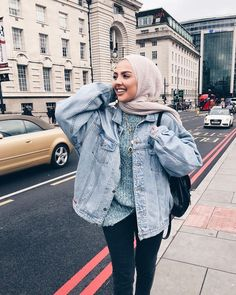 Your scarf is the most essential element while in the outfits of females by using hijab. Modern Hijab Fashion, Street Hijab Fashion, Muslim Fashion, Modest Fashion, Fashion Outfits, Style Fashion, Casual Hijab Outfit, Hijab Chic, Casual Outfits
