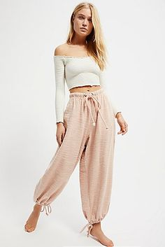 I love these gypsy pants Outfits Fiesta, Summer Outfits, Cute Outfits, No Bad Days, Fashion Outfits, Womens Fashion, Gothic Fashion, Yoga Poses, Lounge Wear
