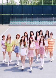 Summer Camp Outfits, Camping Outfits, Cute Pastel Wallpaper, Foto Shoot, Kpop Couples, Cute Anime Chibi, Japanese Girl Group, Group Photos, 3 In One