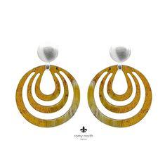 """Gefällt 136 Mal, 9 Kommentare - romy north_ohrringe_earstuds_ (@romynorth) auf Instagram: """"👉 Schlichter Chic 👈 Dieses zeitlose Modell aus CALADESI Kollektion in Naturhorn haben wir mit…"""" Company Logo, Instagram, Jewelry, Ear Piercings, Scale Model, Jewlery, Jewerly, Schmuck, Jewels"""
