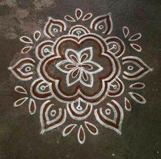Simple Rangoli Designs Images, Rangoli Designs Latest, Rangoli Designs Flower, Rangoli Border Designs, Rangoli Designs With Dots, Flower Rangoli, Beautiful Rangoli Designs, Rangoli Borders, Rangoli Patterns