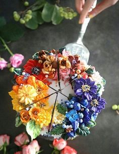 The Seoul-Based Pastry Chef Creates Buttercream Floral Cakes That Look Too Beautiful To Eat - Cake Decorating Simple Ideen Gorgeous Cakes, Pretty Cakes, Cute Cakes, Amazing Cakes, Bolo Floral, Floral Cake, Arte Floral, Winter Torte, Cupcakes Decorados