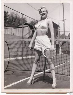 #Marilyn #Monroe with her #wooden #tennis #racquet #racket on #court Marilyn at the Town House Hotel, 1948. By divinemarilyn.canalblog.com