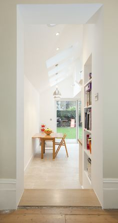 Hire interior designers and builders London for loft conversions and house extensions, such as side return kitchen extensions for Victorian terraced houses. Get an instant online quote and see how you can benefit from a side return extension. Side Return Extension, Rear Extension, Extension Ideas, Extension Google, Wooden Terrace, Victorian Terrace, Kitchen Models, House Extensions, Open Plan Living