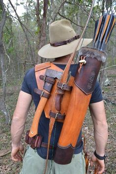 Need to make one- great idea for a bow quiver. Need to make one- great idea for a bow quiver.,Wants Need to make one- great idea for a bow quiver. Related posts:Slingshots for Survival:. Survival Tools, Wilderness Survival, Camping Survival, Outdoor Survival, Survival Prepping, Crea Cuir, Bow Quiver, Archery Bows, Archery Gear