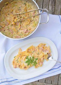 One Pot Pasta Zucchini Schinken, ohne Tomaten und Parmesan, dafür Light Schmelzkäse und Champignons.