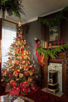 Far Above Rubies: Victorian farmhouse Christmas Christmas Interiors, Christmas Bedroom, Christmas Home, Vintage Christmas, Christmas Ideas, Country Christmas, White Christmas, Victorian Christmas Tree, Merry Christmas