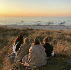✔ Summer Pics Beach Friends Source b. - ✔ Summer Pics Beach Friends Source by jofaefa idea - Running Pictures, Summer Pictures, Guy Pictures, Beach Pictures, Beach Aesthetic, Summer Aesthetic, Aesthetic Food, Vsco Beach, Beach Drawing