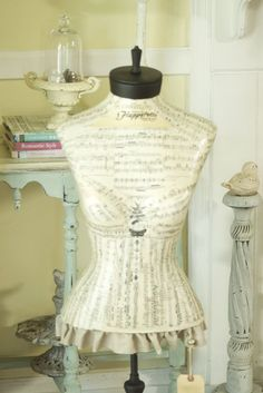 dress form musical notes- this is cool i would love to have a dress form and make clothes !eek it would be so fun to become a fashion designer someday Vintage Mannequin, Dress Form Mannequin, Mannequin Heads, Lovely Dresses, Vintage Dresses, Vintage Outfits, Manequin, Female Form, Dress Me Up
