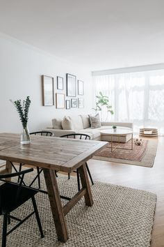 Tour a Calming Chicago Townhouse With the Roof Deck of Our Dreams Tour Margaret Rajic's Chicago Town Home Living Room, Living Room Designs, Living Spaces, Townhouse Living Room Decor, Living Room Layouts, Small Apartment Living, Living Room Remodel, Living Room Colors, Apartment Interior