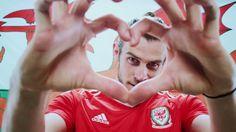 Gareth Bale (Wales) Welsh Football, Football Is Life, Good Soccer Players, Football Players, Gareth Bale Wales, Bale 11, Football Images, Uefa Euro 2016, Prince Of Wales
