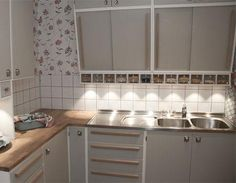 Retro -like sink , and the cabinet above , food storage containers
