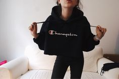 Mein Champion Hoodie true Vintage diy Crop 90s 90er von Champion! Größe Uni für 39,00 €. Sieh´s dir an: http://www.kleiderkreisel.de/damenmode/pullis-and-sweatshirts-hoodies/152372733-champion-hoodie-true-vintage-diy-crop-90s-90er.