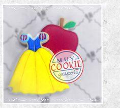 Snow white dress cookie and Apple made with Royal icing Snow White Birthday, Birthday Fun, Superhero Cookies, Disney Themed Cakes, Snow White Dresses, Fancy Cookies, Disney Marvel, Royal Icing, Cookie Decorating