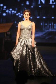 Dia Mirza in #IIFA Fashion Extravaganza 2015. We love that 'gajra' effect! #Bollywood #Fashion #Style #Beauty #Classy