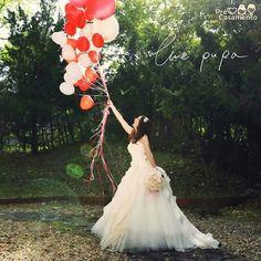 Balões sempre dão um charme especial às fotografias #precasamento #sitedecasamento #bride #groom #wedding #instawedding #engaged #love #casamento #noiva #noivo #noivos #luademel #noivado #casamentotop #vestidodenoiva #penteadodenoiva #madrinhadecasamento #pedidodecasamento #chadelingerie #chadecozinha #aneldenoivado #bridestyle #eudissesim #festadecasamento #voucasar #padrinhos #bridezilla #casamento2016 #casamento2017