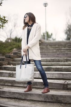 Estrenando. Jeans. Street style outfits. Looks de street style. Fashion Blogger.