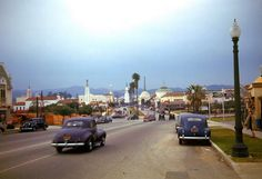 1940's LA street scene (love the lamp post)