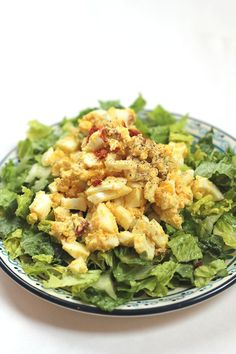 This Thai Egg Salad Recipe is a really pleasant surprise for breakfast. A lovely spicy egg salad. Salad Recipes, Vegan Recipes, Cooking Recipes, Yummy Recipes, Curry Egg Salad, Suddenly Salad, Easy Egg Salad, Clean Eating, Healthy Eating