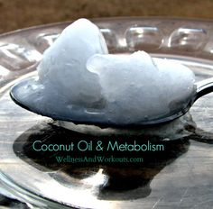Foods that Increase Metabolism -- Coconut Oil is one of the best kept secrets for Weight Loss! but I don't use it for weight loss I use it on my skin! Foods That Increase Metabolism, Fast Metabolism, Coconut Oil Weight Loss, Coconut Oil Uses, Healthy Tips, Healthy Recipes, Healthy Weight, Healthy Steak, Healthy Junk