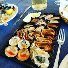 Il pranzo della domenica...non aggiungiamo più nulla perché non c'è bisogno! 😂😂😱💪🍷😍😍🔝🔝 . #fruttidimare #seafood #pranzo #domenica #bontà #senzaparole #sundaylunch #puglia #salentomio