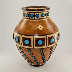 Heiko serves customers worldwide. He creates segmented decorative bowls, vases, wooden jewelry, and customized items.