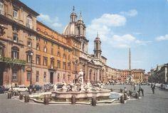 1975 – ROMA - Fontana del Moro  Piazza Navona, ai tempi dell'antica Roma, era lo Stadio di Domiziano che fu fatto costruire dall'imperatore Domiziano nell'85 e nel III secolo fu restaurato da Alessandro Severo. Era lungo 276 metri, largo 106 e poteva ospitare 30.000 spettatori.