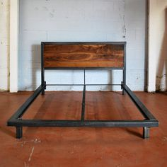 Kraftig Platform Bed with Rough Walnut Headboard Kraftig plataforma cama con cabecero de nogal ásper Welded Furniture, Steel Furniture, Industrial Furniture, Diy Furniture, Furniture Design, Wood Beds, Metal Beds, Cama Industrial, Industrial Bed Frame