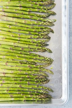 Oven Roasted Asparagus with Garlic, Parmesan, & Lemon is a quick and easy side dish that is especially delicious in Springtime when asparagus is in season! Oven Baked Asparagus, Sauteed Asparagus Recipe, Saute Asparagus, Baked Garlic, Garlic Parmesan, Lemon Asparagus, Roasted Garlic, Esparagus Recipes, Vegetable Recipes