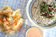 Kilohailikaviaari, rapea kimchi-salaatti ja grillattu paprikamajoneesi Kimchi, Hummus, Oatmeal, Grains, Rice, Breakfast, Ethnic Recipes, Food, Homemade Hummus