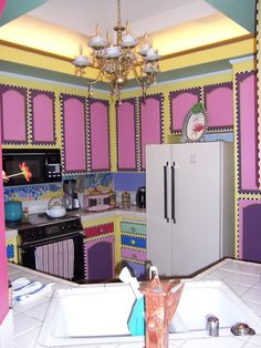 Alice in Wonderland Kitchen - SO COOL.  Love it.