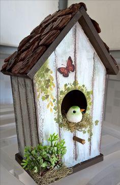 Unique Bird Houses Ideas New Ideas Teapot Birdhouse, Birdhouse Craft, Birdhouse Designs, Birdhouse Ideas, Decorative Bird Houses, Bird Houses Painted, Bird Houses Diy, Painted Birdhouses, Bird House Plans Free