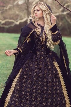 kleider hochzeit Custom Black and Gold or Silver Gothic Sleeping Beauty Medieval Fantasy or Wedding Gown Your . Medieval Dress, Renaissance Dresses, Medieval Clothing, Medieval Fantasy, Gypsy Clothing, Royal Clothing, Steampunk Clothing, Wedding Dress Black, Wedding Gowns