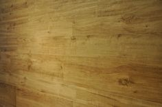 Marazzi TreverkHome Farbe Larice an der Wand verlegt. Holzfliesen mit einem tollen Farbspiel. Die komplette Serie TreverkHome zeigen wir in der Fliesenausstellung Dortmund.