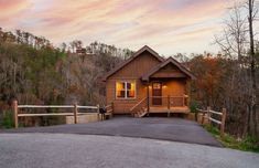 3 Bedroom, 2 Bath Cabin, Sleeps 7 - $485 avg/night - Pigeon Forge - Amenities include: Internet, Hot Tub, Pets Welcome, Fireplace, TV, Satellite or cable, Heater ✓ Bedrooms: 3 ✓ Sleeps: 7 ✓ Pet friendly ✓ Minimum stay from 2 night(s) ✓ Bookable directly online - Book vacation rental 1795918 with Vrbo. Smoky Mountains Cabins, Free Admission, Pigeon Forge, Rental Property, This Is Us, Tub, Cable, Bedrooms, Internet