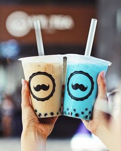 "#Repost @tea.latte The bubble tea that hurts my eyes. The very blue kinda ""ew"" looking cotton candy flavoured #boba was surprisingly quite good. It was actually better tasting than the milk tea. LOL #tealatteHAWAII #throwback #bubbletea #cottoncandy #mrteacafe #alamoana"