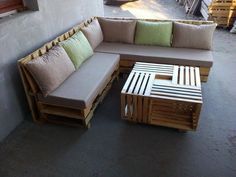 Wooden Pallet Furniture Wooden Pallet L-Shape Sofa Set - Easy Pallet Ideas - We have discover this DIY pallet L shape sofa, a chic example or achievement made through creative recycling of pallets! Wooden Pallet Projects, Wooden Pallet Furniture, Wooden Pallets, L Shaped Pallet Furniture, Unique Home Decor, Home Decor Items, L Shaped Sofa Designs, L Shape Sofa Set, Casa Patio