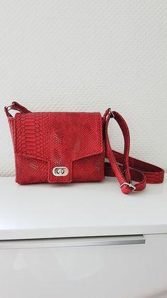 Sac Menuet simili dragon rouge cousu par Amélie - Patron Sacôtin