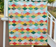 Kissing Diamonds Quilt Tutorial | Go harvest fresh with this pretty diamond quilt tutorial!