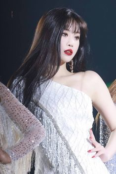 Find images and videos about idle, (g)i-dle and soojin on We Heart It - the app to get lost in what you love. Kpop Girl Groups, Korean Girl Groups, Kpop Girls, Soo Jin, Shes Perfect, Fandoms, Entertainment, Grunge Hair, Soyeon