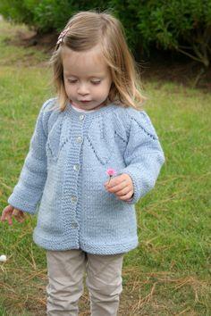 Sweater de niña tejido a mano celeste tallas 1 2 y por CasitadeLana