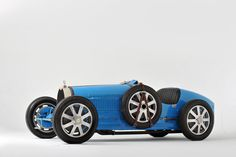 1925 Bugatti Type Grand Prix Two-Seater Some cars are old, and some cars are classic — but not all old cars are classics. This 1925 Bugatti Type Grand Prix Two-Seater is a rare example of an automobile that's both. Bugatti Veyron, Bugatti Cars, Grand Prix, Volkswagen, Bugatti Type 35, Sport Cars, Race Cars, Race Racing, Pedal Cars