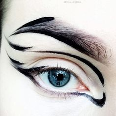 Liner play with @suvabeauty Dark Humor  #eyeart