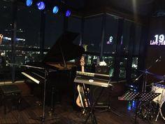 初 Schroeder-Headz 素敵だった〜+゚。*(*´∀`*)*。゚+  ラストで夜景をバックにグランドピアノで弾いてくれた一曲にうっとり。余韻が〜♪