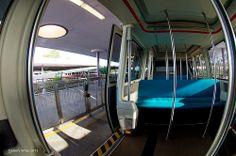 """Epcot Monorail - """"Por favor manténganse alejado de las puertas"""""""