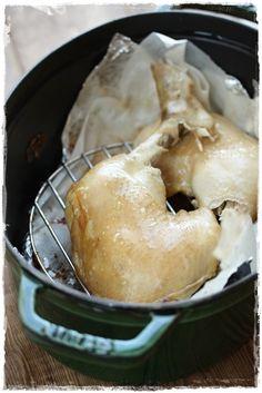 【ストウブ】骨付きスモークチキン by はるひ / ストウブ鍋ならぴっちり閉まる蓋のお陰で、おうちのキッチンでスモークができます。骨つきだと時間はかかるけど、とびきり美味しいスモークチキンが! / Nadia