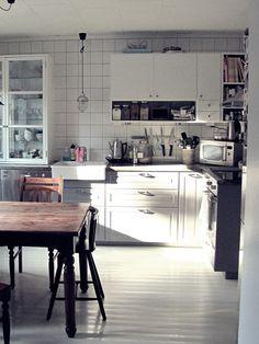 Olen niiiiin onnellinen.   Minulla on keittiö <3   Sellainen meidän näköinen, melkein kokonaan ittetehty.   Haavelistalle jäivät uusi matt...