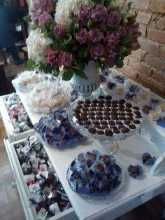 Arranjo para mesa de bolo e doces by Lilás Aliás convites e afins